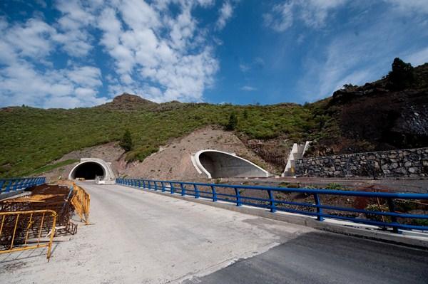 Los túneles del tramo sur miden en torno a un kilómetro de longitud y han supuesto una parte importante del presupuesto de la obra / FRAN PALLERO