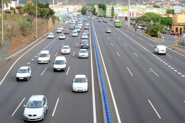 Un aspecto que se está evaluando en las actuaciones en la TF-5 es el nivel de usuarios que se podría captar para el transporte público. / SERGIO MÉNDEZ
