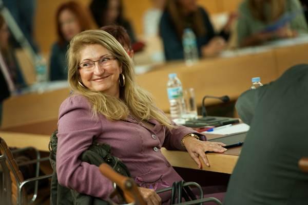 La consejera Ana Lupe Mora, durante una sesión plenaria del Cabildo de Tenerife. | F. PALLERO