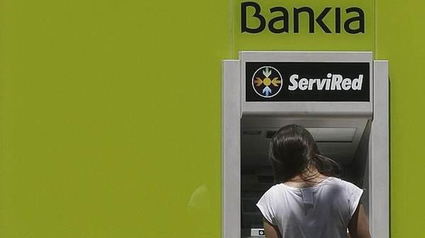 Los afectados no solo aspiran a recuperar el dinero invertido, sino también los intereses de los mismos. | REUTERS