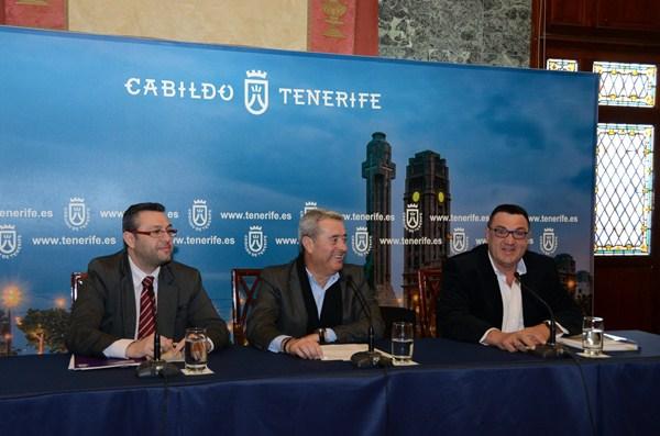 Miguel Ángel Pérez, Aurelio Abreu y Miguel Tomé, durante la rueda de presentación del documento, la pasada semana en el Cabildo. / DA