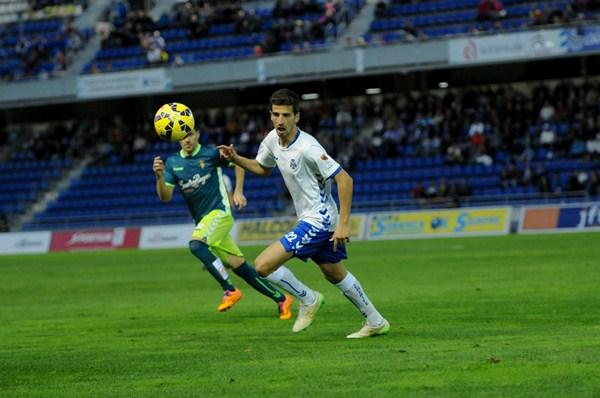 Juan Carlos Real, centrocampista  del CD Tenerife. / FRAN PALLERO