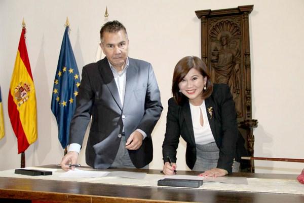 Rodríguez Fraga y Leticia Chen promocionarán el municipio sureño como destino de excelencia. / DA