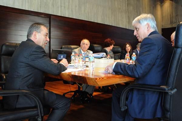 Paulino Rivero y su Gobierno, al inicio de su reunión de ayer en Santa Cruz de Tenerife. | DA