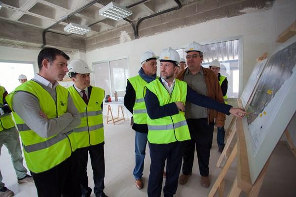 Carlos Alonso y José Joaquín Bethencourt visitaron las obras de la desaladora de Granadilla. / DA