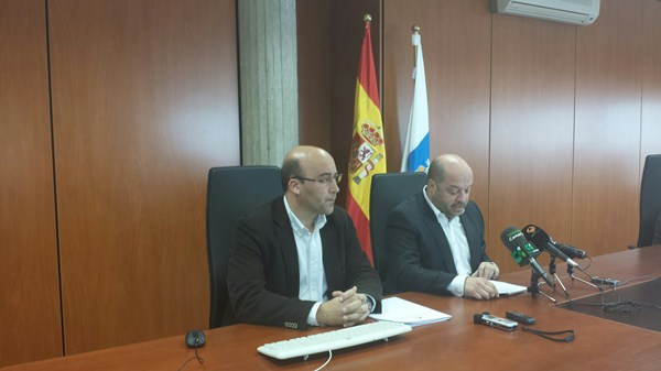 Los datos fueron presentados ayer por el director general de Salud Pública, José Díaz Flores (d). / DA