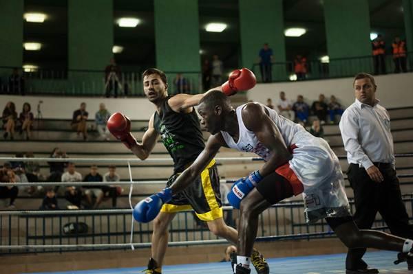 David Mejías, en su duelo eliminatorio con Paul Ndione. | FRAN PALLERO