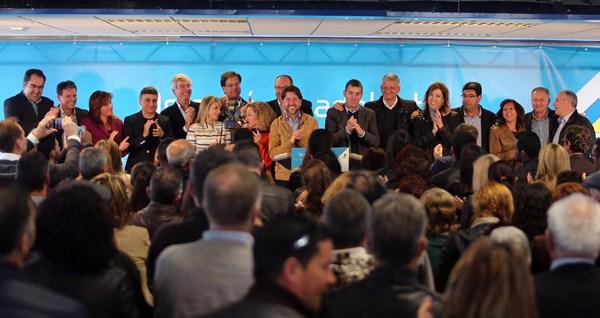 Fernando Clavijo presentó a los candidatos acompañado por el presidente del Cabildo, Carlos Alonso, y la diputada nacional Ana Oramas. / DA