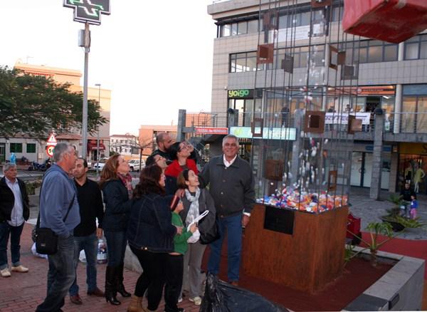 La escultura fue inaugurada el viernes en una plaza de San Isidro. / DA