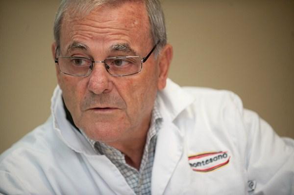 Está jubilado, pero cualquiera lo diría. El día de nuestro encuentro en las instalaciones de Montesano, Martín García Garzón había llegado a la oficina a las ocho de la mañana. / FRAN PALLERO