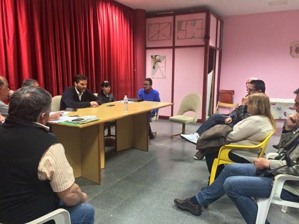 El concejal de Urbanismo, José Ángel Martín, ayer, durante la reunión celebrada en El Sobradillo. / DA