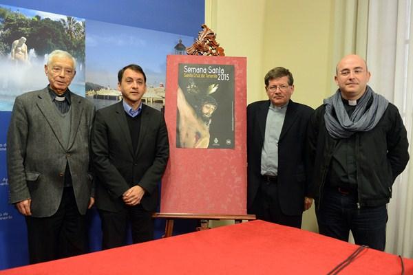 El alcalde y los representantes eclesiásticos presentaron ayer el programa de la Semana Santa. / SERGIO MÉNDEZ