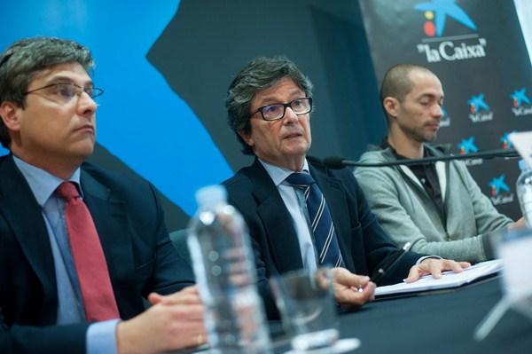 Juan Ruiz (izq.), Andrés Orozco (centro) y Jaime Padrón, ganador del premio en la edición 2014. / FRAN PALLERO