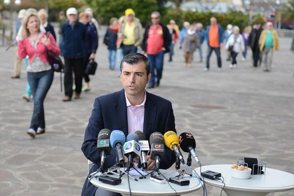 Manuel Domínguez, ayer, durante la presentación a los medios de su idea del Cabildo de Tenerife. / SERGIO MÉNDEZ