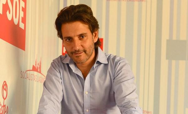 Gustavo Matos, retratado en una sede del partido. / SERGIO MÉNDEZ