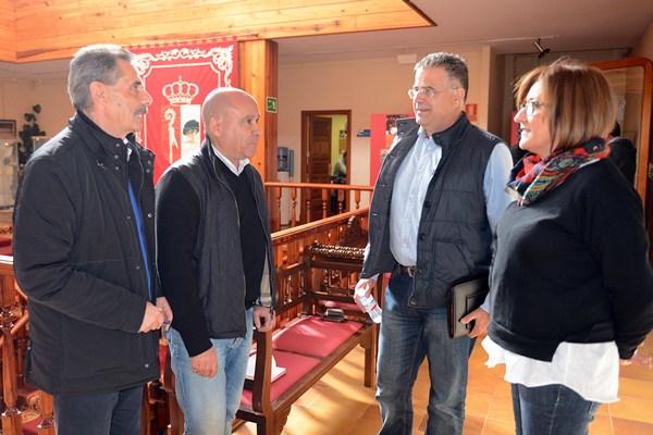 Cuatro de los cinco concejales que abandonaron Coalición Canaria, tras el pleno de ayer. / SERGIO MÉNDEZ