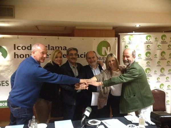 Marco González presentó el sábado a las personas que lo acompañarán en la lista, mientras que Somos Icodenses y Nueva Canarias firmaron ayer un acuerdo de colaboración. / DA