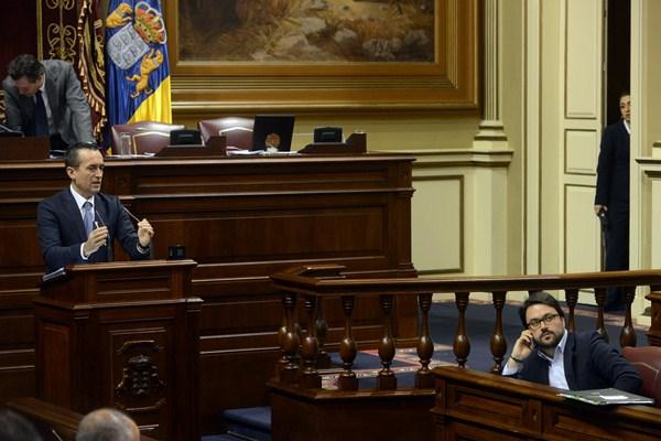 El presidente del Grupo Nacionalista, José Miguel Ruano, defiende la reforma estatutaria. / SERGIO MÉNDEZ