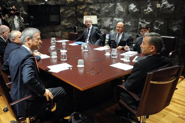 Imagen de la reunión de la pasada semana entre los empresarios y el presidente del Gobierno canario. / DA