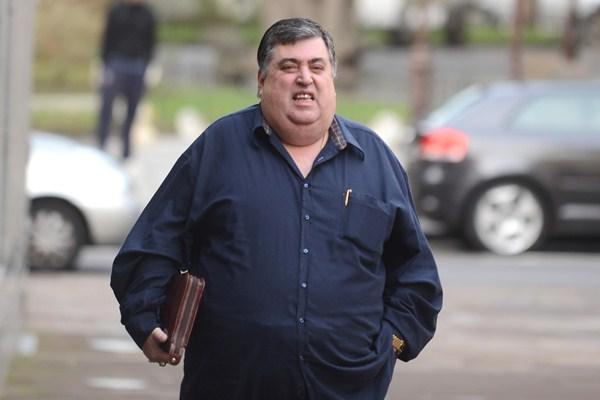 El empresario y abogado Evaristo González, principal imputado en el caso, a las puertas de los juzgados. / SERGIO MÉNDEZ
