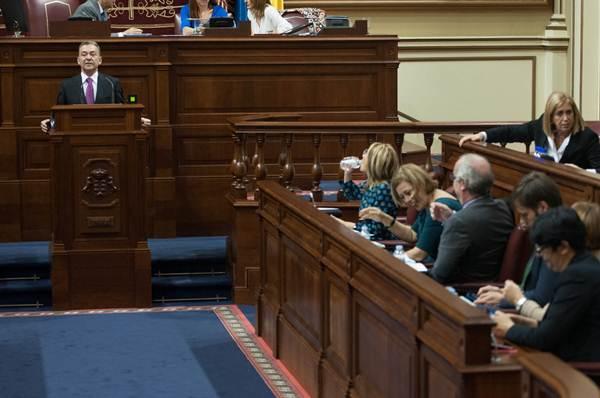 El presidente del Gobierno de Canarias, Paulino Rivero, durante su discurso en el debate de política general. | FRAN PALLERO