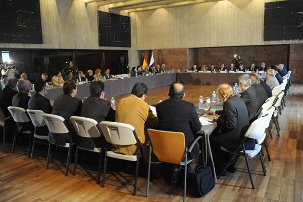 Paulino Rivero y Javier González Ortiz se reúnen con representantes de la sociedad canaria. | DA