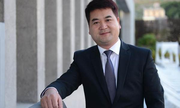 """Qiu Zengfa: """"Los negocios chinos ya están contratando a canarios"""""""