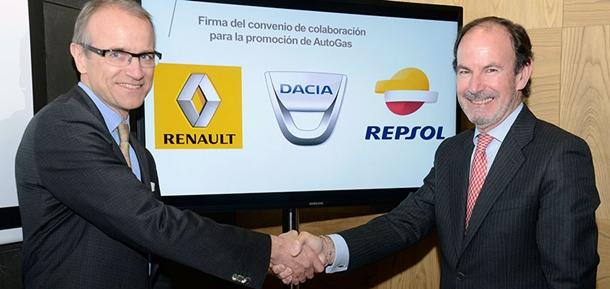 El director de producto de GLP España de Repsol, Francisco Javier Villacorta, junto al director de marketing Iberia del grupo Renault, François Grandjeat. | DA