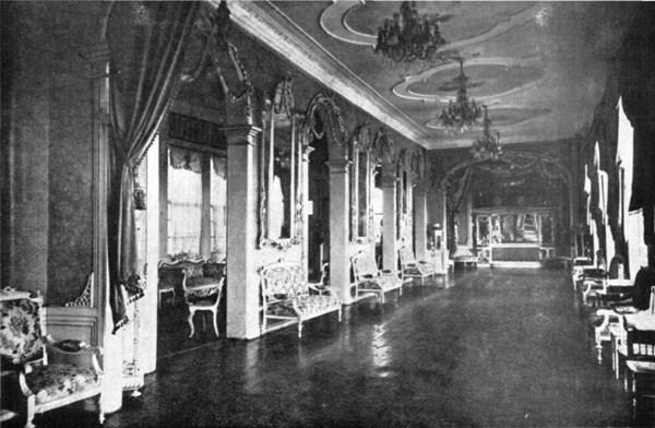 Imagen del antiguo y espléndido salón de baile del Casino de Tenerife. / DA