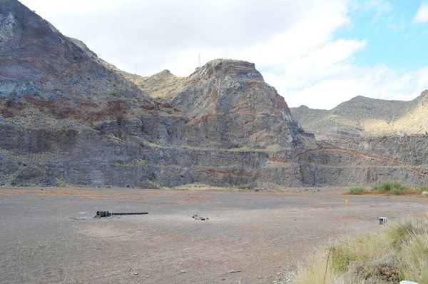 La antigua cantera de Jagua se ubica junto a Cueva Bermeja, cuyos vecinos se vieron seriamente afectados por la actividad extractora. / SERGIO MÉNDEZ