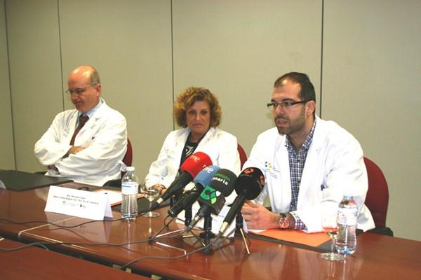 El endocrinólogo Pablo Suárez (d), es el coordinador del programa, el primero de este tipo en las Islas. / DA