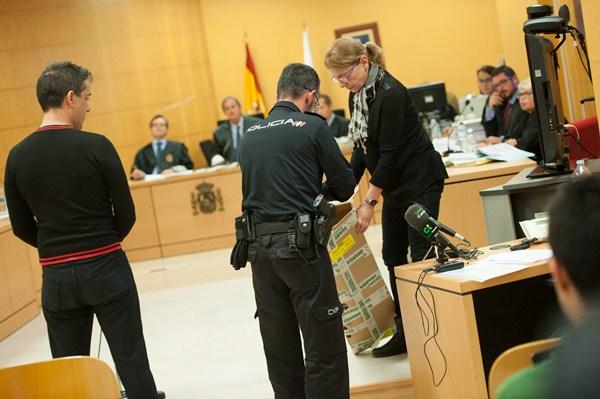 Imagen de la primera sesión del juicio por el ahorcamiento. / FRAN PALLERO