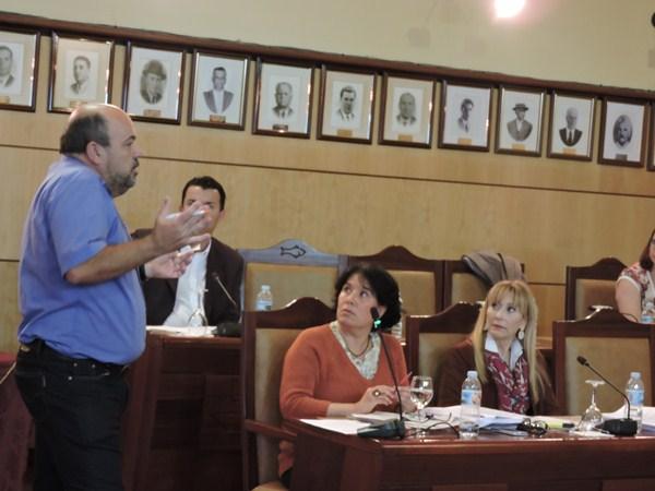 Ángel, uno de los vecinos del edificio Guaimara, fue el primero en intervenir en el Pleno. / NORCHI