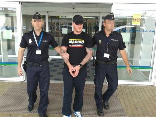 Shane Wallford custodiado por la Policía. | EP