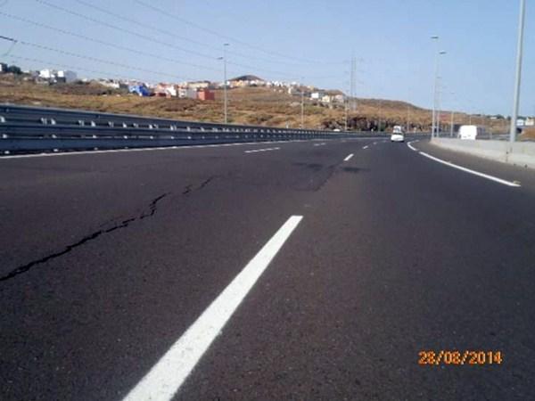 Las grietas fueron detectadas por los técnicos del área insular de Carreteras el pasado verano. / DA