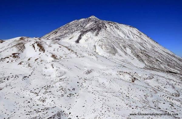 La primavera cubrió el Teide de nieve. | @fotosdecanarias