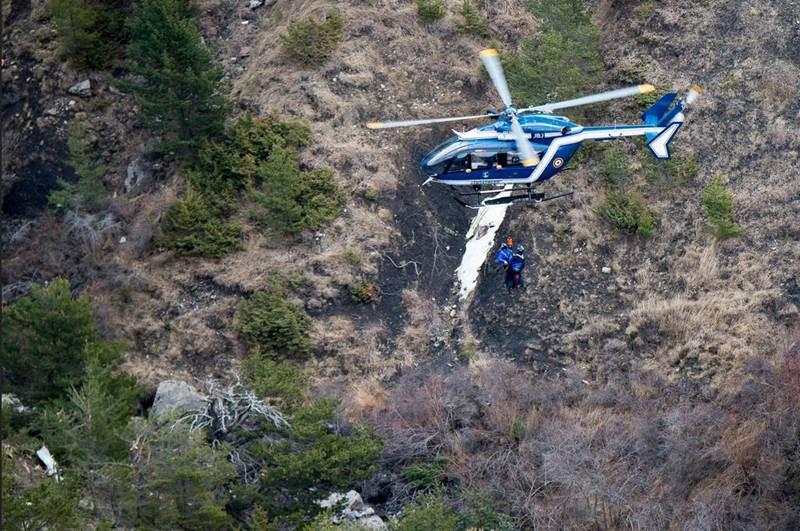 Restos del avión accidentado en los Alpes. | REUTERS