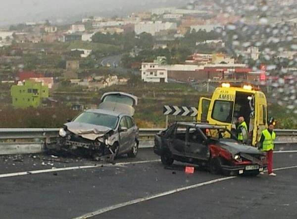 Imagen de la colisión en la Carretera General del Norte, a su paso por Icod de los Vinos. / LOS JARDINEROS
