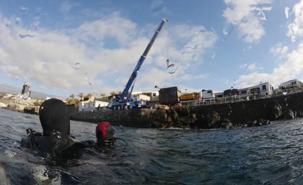 El primer módulo de almacenamiento se introdujo en el mar el pasado sábado cerca del muelle del Porís de Abona. | DA