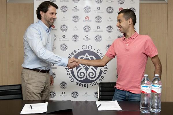 Cristofer Clemente y el director de Fuentealta, . / DA