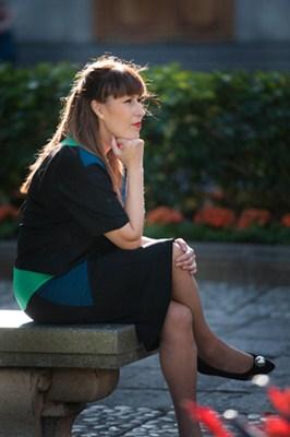 La docente posa en la plaza de Weyler. / FRAN PALLERO