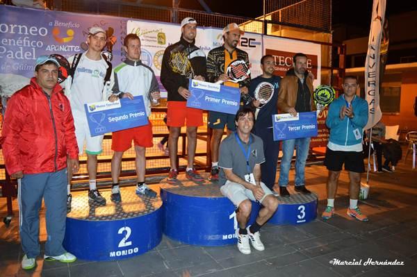 El podio final con las tres primeras parejas clasificadas. | MARCIAL HERNÁNDEZ