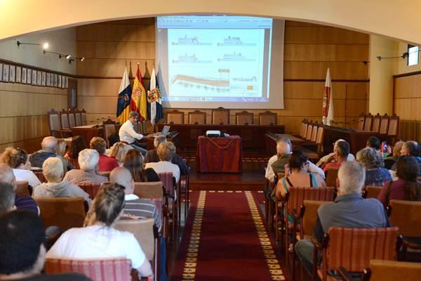 Hubo mucha expectación en el salón de plenos municipal para conocer el proyecto. | SERGIO MÉNDEZ