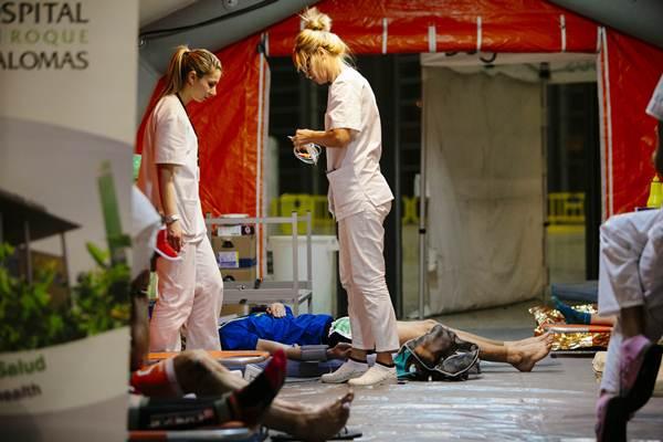 Sanitarias atendiendo a corredores. | DA