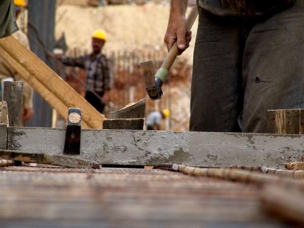 El coste laboral en el archipiélago canario es 444 euros más bajo que la media nacional. | EP