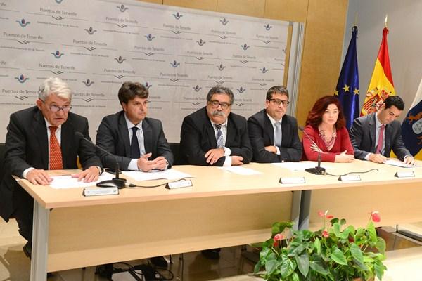 Representantes de las cinco instituciones que participan en el proyecto, ayer en rueda de prensa. / SERGIO MÉNDEZ