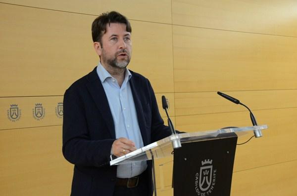 El presidente insular Carlos Alonso, en la rueda de prensa de ayer. / DA