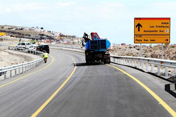 Pese a que se asfaltó la conexión con Vera de Erques, finalmente la autovía no se abrió por varios defectos de seguridad. / GERARD ZENOU