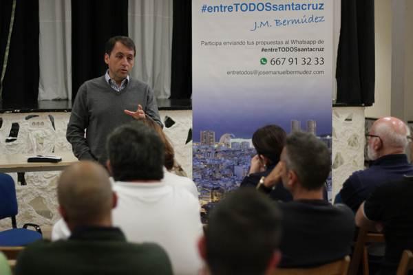 José Manuel Bermúdez, durante la presentación de su programa a los vecinos de la capital. | DA