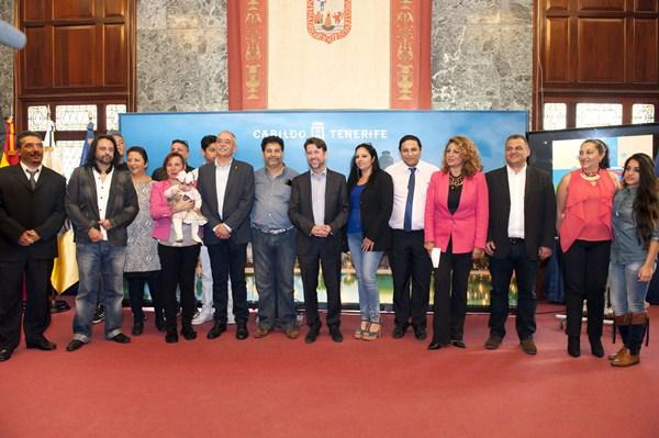 Representantes de las asociaciones y las autoridades asistieron ayer a la presentación. / SERGIO MÉNDEZ